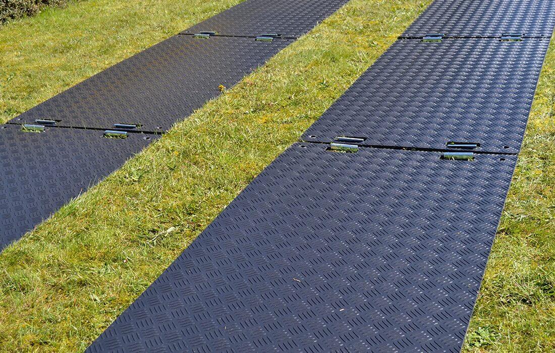 Flächenschutz Bodenschutzplatte Flex mit Verbindungsklammern