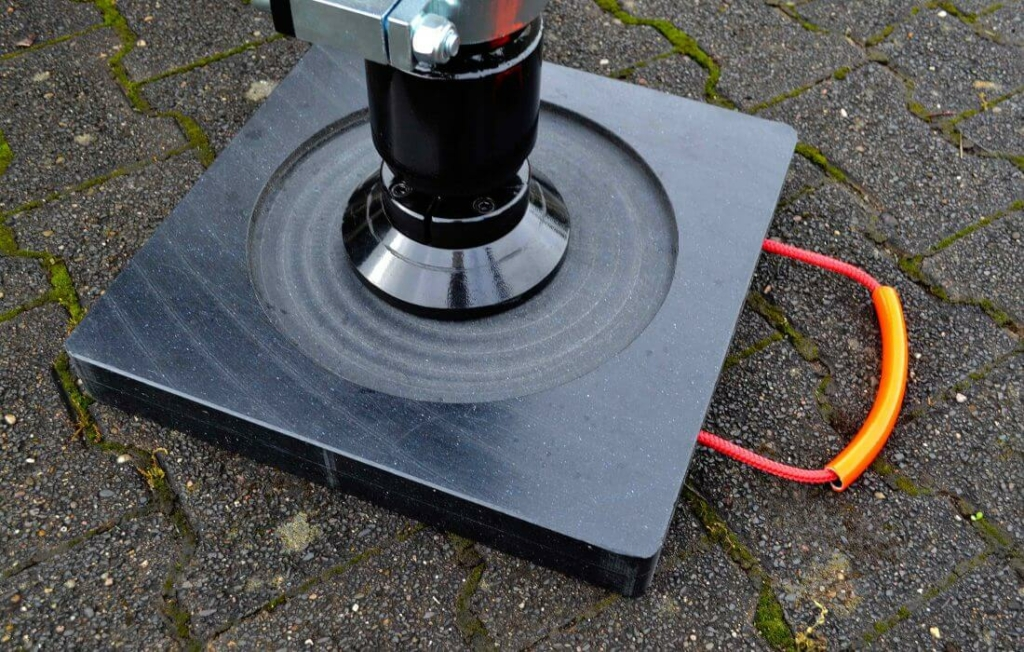 Anwendung Abstützplatte mit Stützfußeinfräsung (Farbe: schwarz)