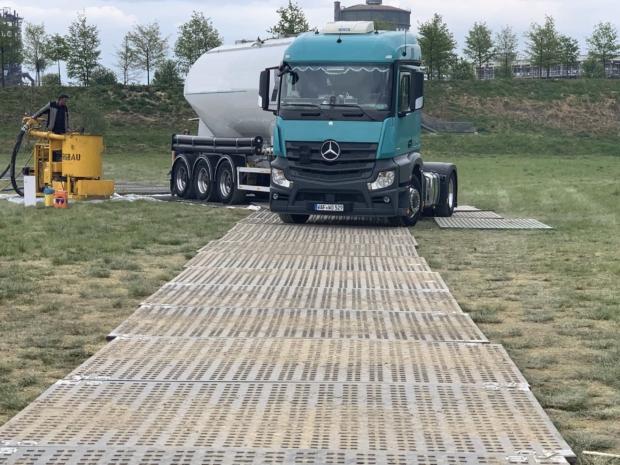 Mobile Baustraße mit Schwerlastplatten
