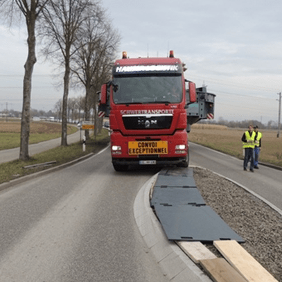Fahrplatte Performance als Flächenschutz für Schwertransport