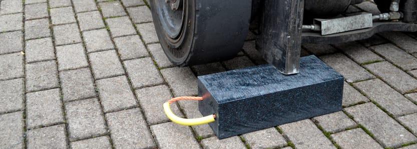 Kunststoffblock unter Stapler